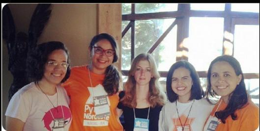 Da esquerda para a direita: Gabi, Débora, Jéssica, Soraya e Dayane. (Gabi, Débora e Dayane fazem parte do PyLadies)