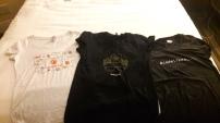 Algumas das camisetas que eu ganhei na feira!